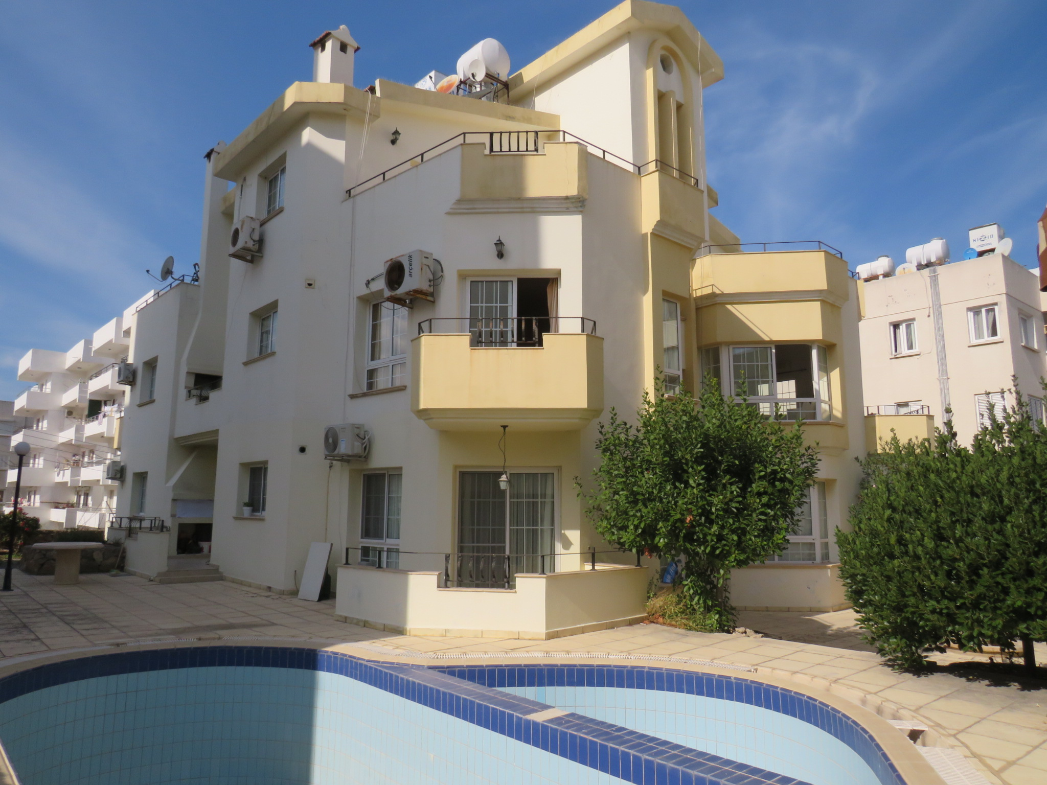 SEA-SIDE-APARTMENT-**SOLE-AGENT**-KY799