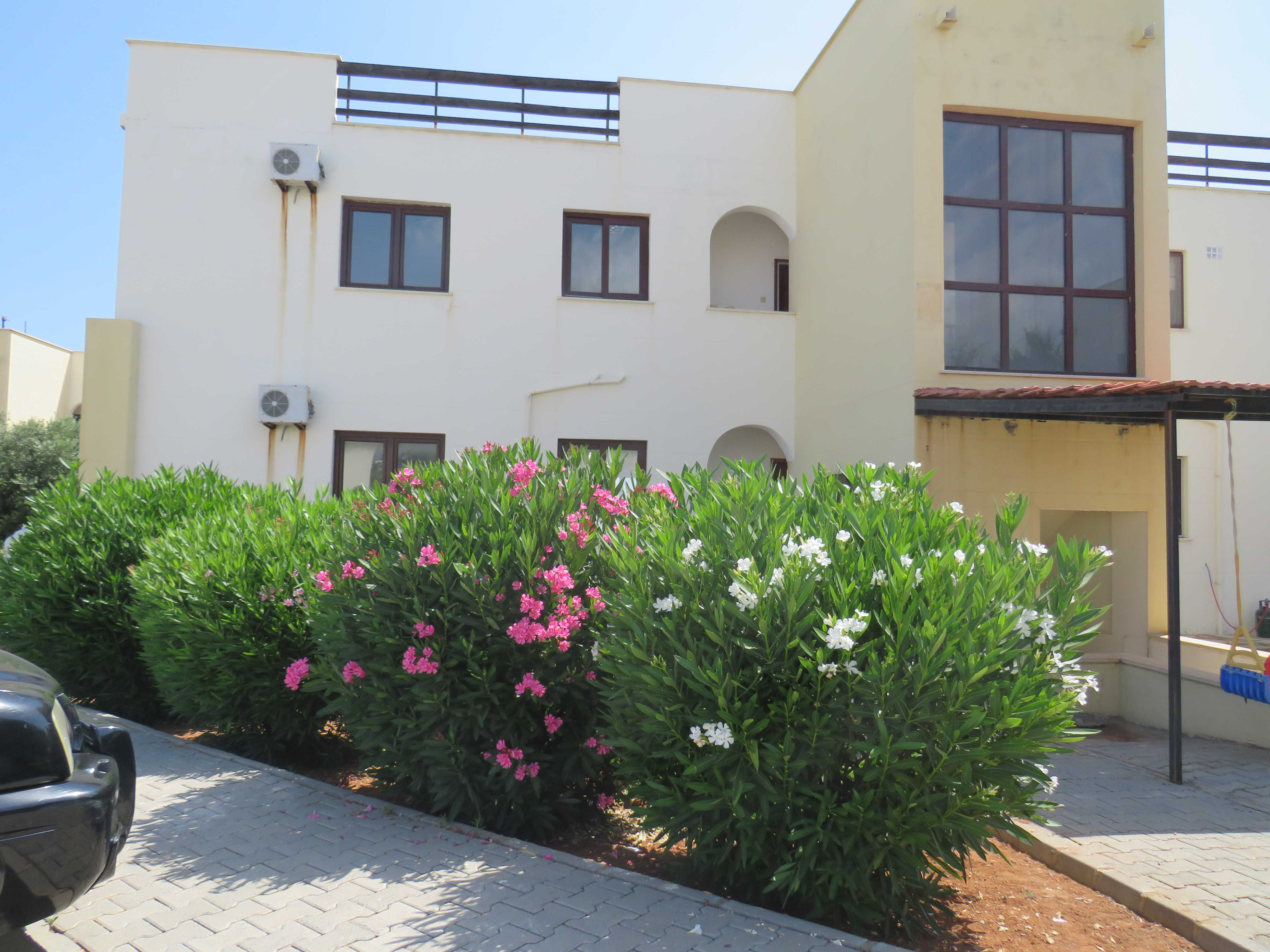 THREE-BEDROOM-GARDEN-APARTMENTS/PENTHOUSE-ES215