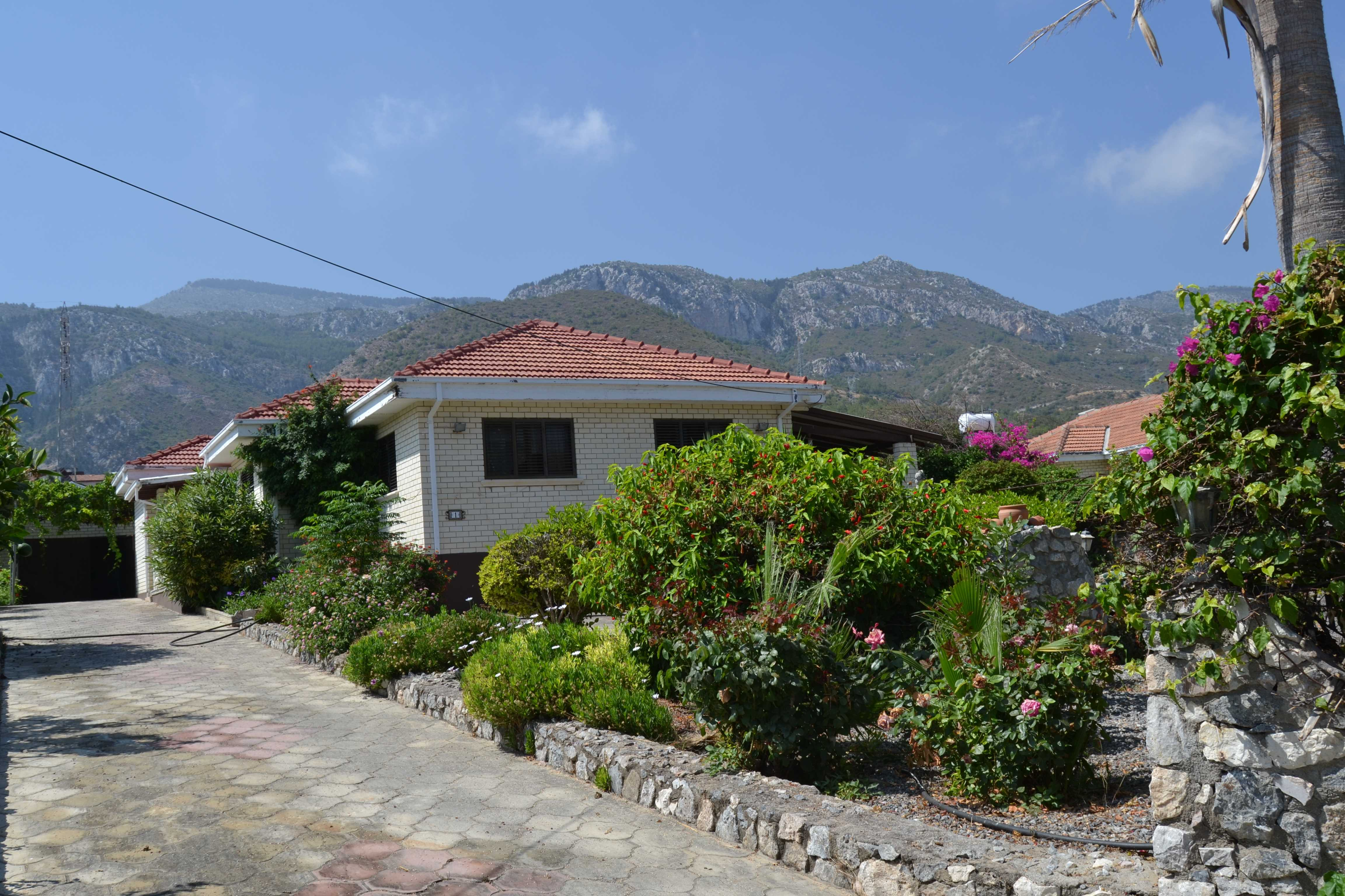 SPACIOUS-BUNGALOW-WITH-BEAUTIFUL-MATURE-GARDENS--BELLAPAIS-BE117